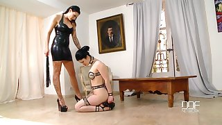 Lesbian BDSM and a slave role is amazing experience for Isla