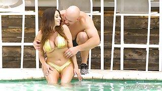 Colombian goddess Ariella Ferrera hooks up with hot blooded J Mac